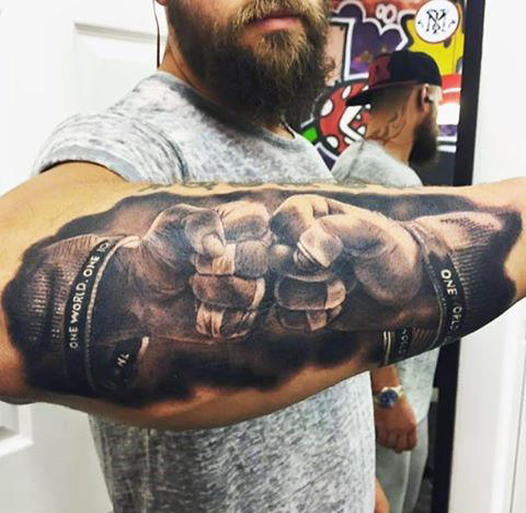 มือสองกำปั้น Bump Badass Mens Forearm Tattoo Design
