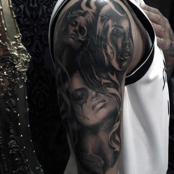 Guys Arms สีดำและสีเทา Tattoo Of Bloody Eyed Women