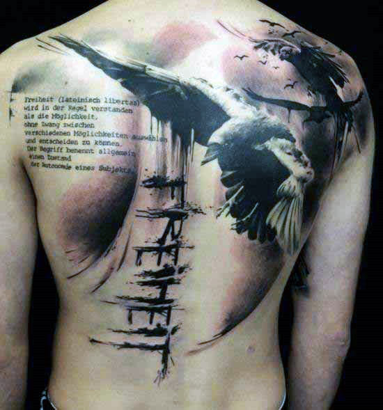 Heer met abstracte rug Crow Tattoo