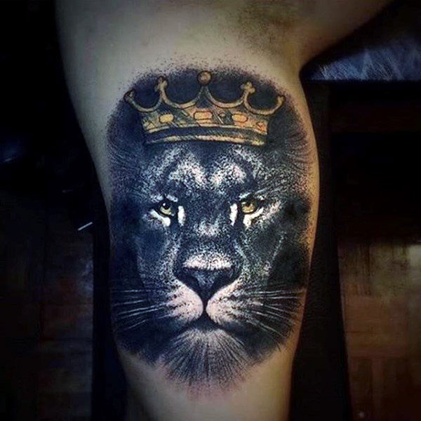 Guys Upper Arms Ciekawe Tattoo Of Crowned Lion