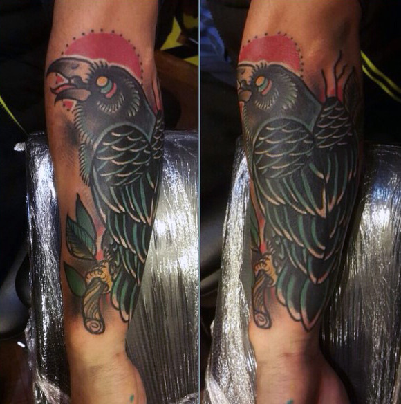 Tribal Raven Tatoveringer på underarmene for menn