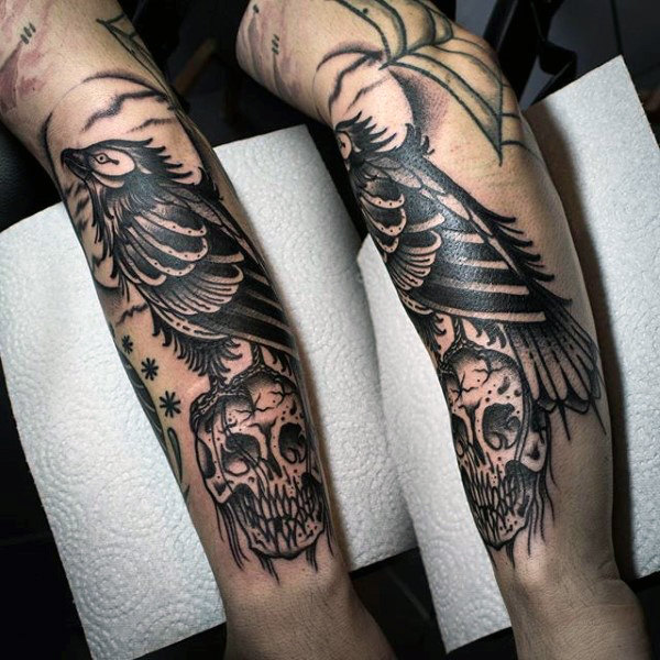 Black Skull And Raven Tattoo På Underarmer For Menn
