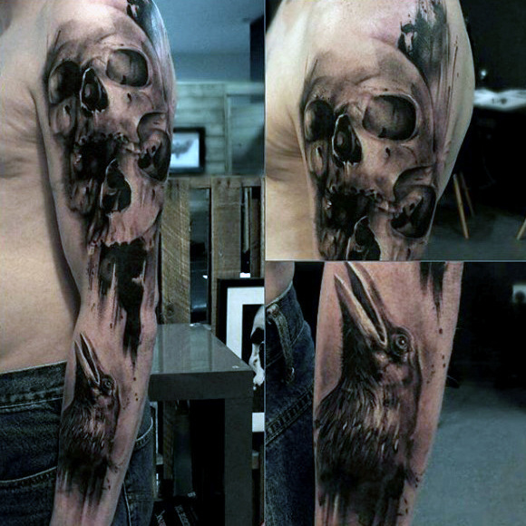 Male Forearms Scary Schädel und Raven Tattoo