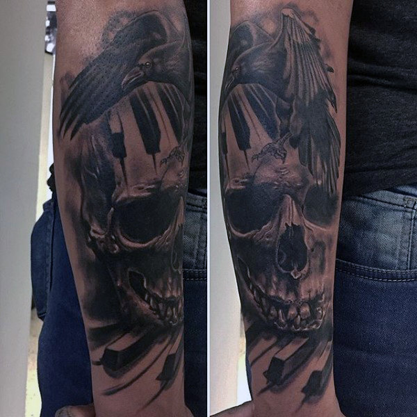 Mann Med Raven Skull And Piano Keys Tattoo Underarmer