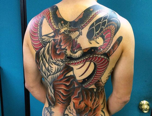 男性's Flying Tiger Tattoo