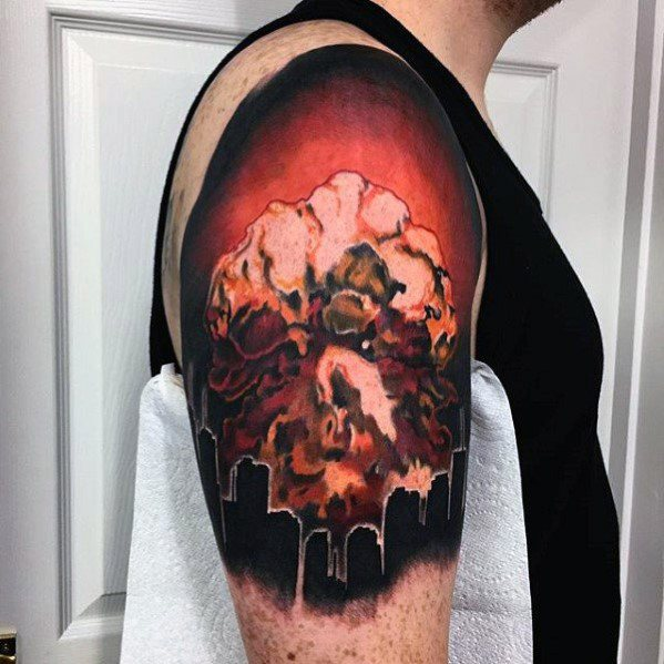 Kwadratowy rękaw męski Mushroom Cloud Tattoo Inspiration