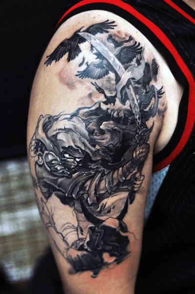 Mens Ninja Com Espada Voando Crows Arm Tattoo