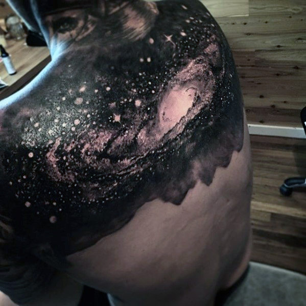 Outer Space Sky Badass Herren oberen Rücken Tattoos