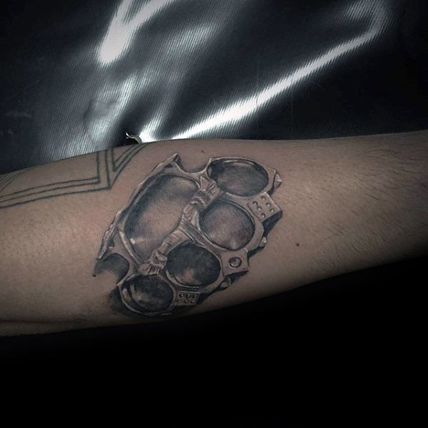 Cool Shaded Realistic Męski Mosiężny Knuckles Forearm Tattoo