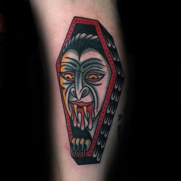 Cool Retro Dracula Coffin Mens traditionele onderarm Tattoo