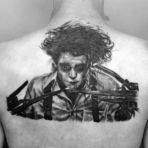Cavalheiro com parte superior das costas Edward Scissorhands Tattoo