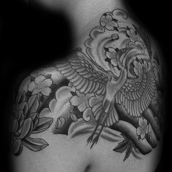 Skyggelagt Flying Bird Crane Mens Japansk Øvre Rygg Tattoo