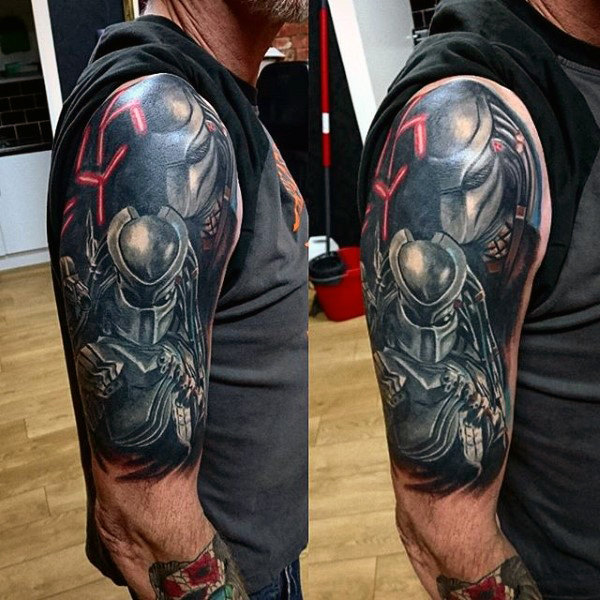 Half Sleeve Tattoo Med Alien Vs Predator Themed On Man