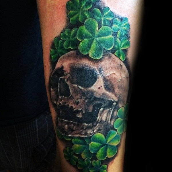 Skull Shamrock Tattoo Quarter Sleeve Tattoo dla facetów
