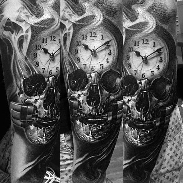 Mannen's Smoke Tattoos With Clock