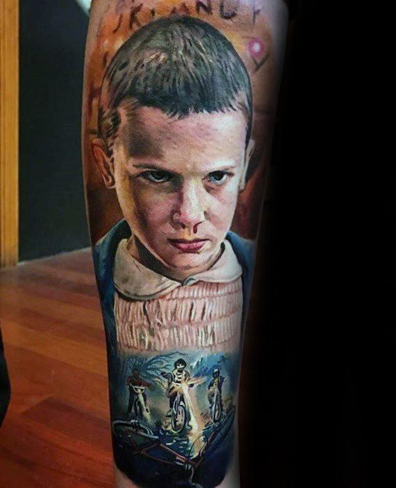 Mannlig Tattoo Med Stranger Things Design