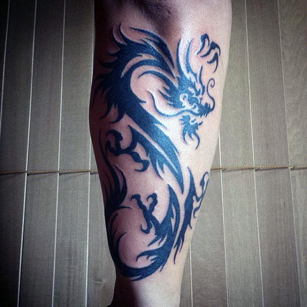 Antebrat Tribal Dragons Tattoos pe baieti