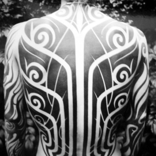 Incredible Awesome Tribal Negative Space Tattoos สำหรับผู้ชาย
