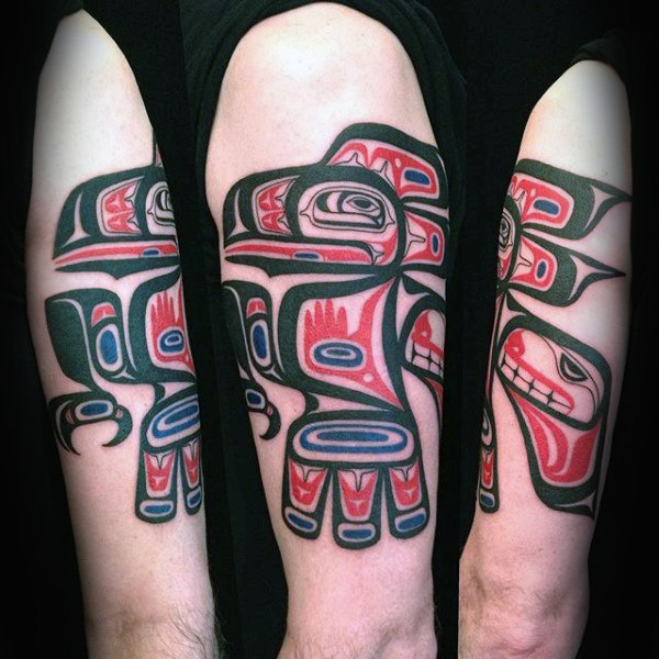 남자 팔 Incredible Haida Tattoo