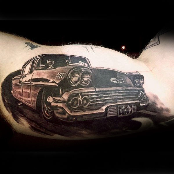 Realistische Auto Hot Rod Tattoo Male Arme