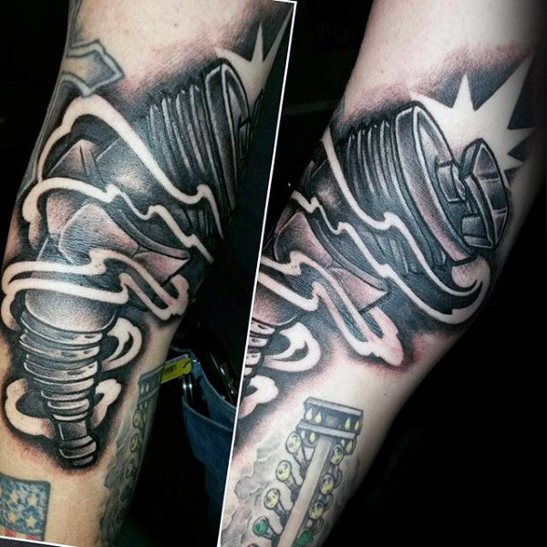 Glänzende helle Metall Hot Rod Tattoo Male Forearms
