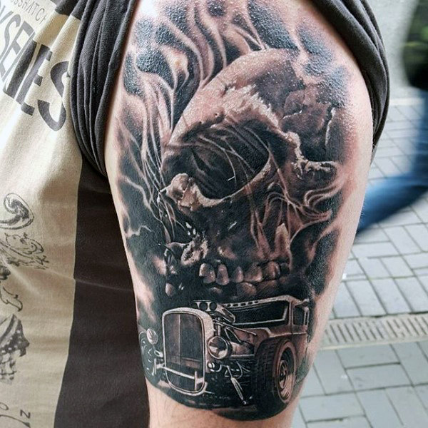 Totenkopf Hot Rod Tattoo graue männliche Arme