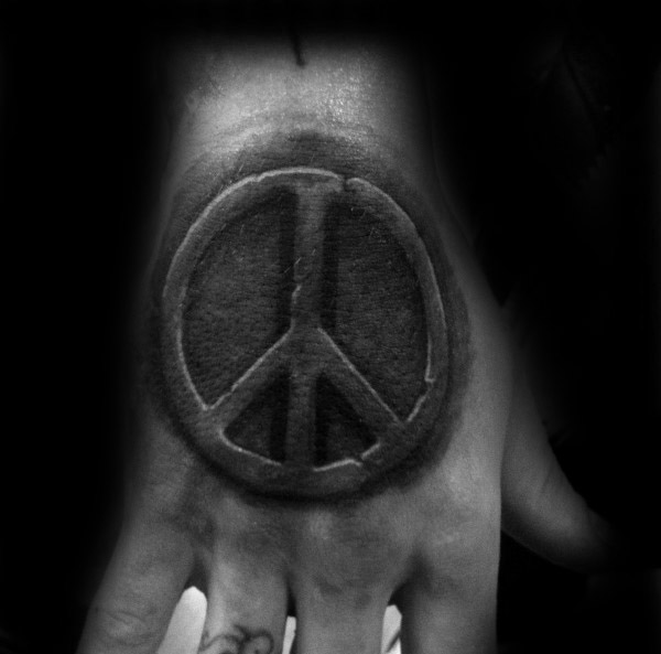 Hånd Tattoo Of Stone Peace Sign For Men