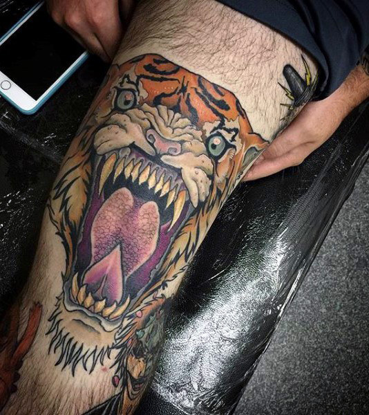 Roaring Tigher Thigh Mens Tato