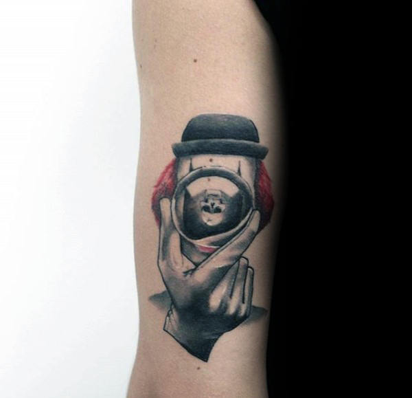 Mens Kleine Clown met Camera Tricep Tattoo Design