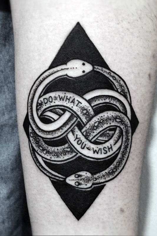 หมึกสีดำ Ouroboros Mens Dotwork Forearm Tattoo