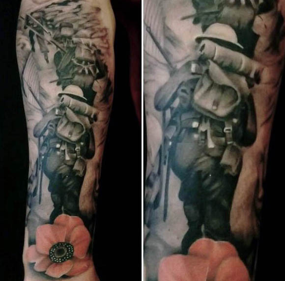 Człowiek z Soliders Walking Through Battlefield I Poppy Tattoo na przedramieniu nadgarstka