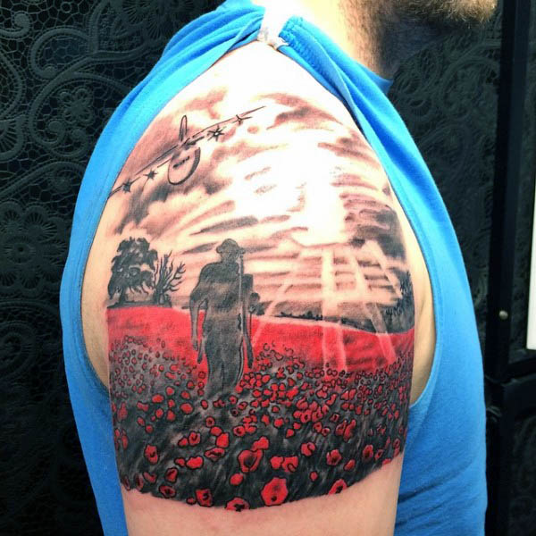 Ramię Solider Walking W Poppy Field Mens Tattoo