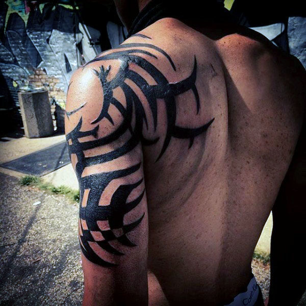 Tattoo tribal schulter oberarm