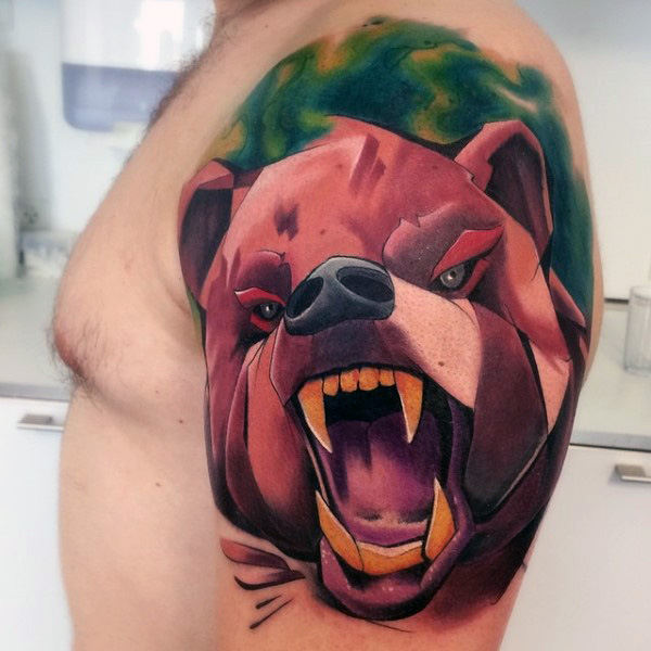 Bear Graffiti Tattoo On Mans Braccio superiore