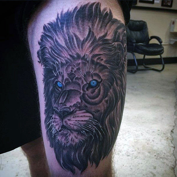 Männer's Lion With Crown Tattoo
