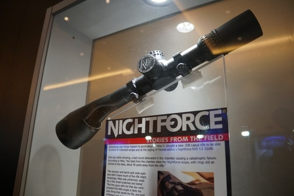 Histórias da Nightforce do campo de alcance danificado