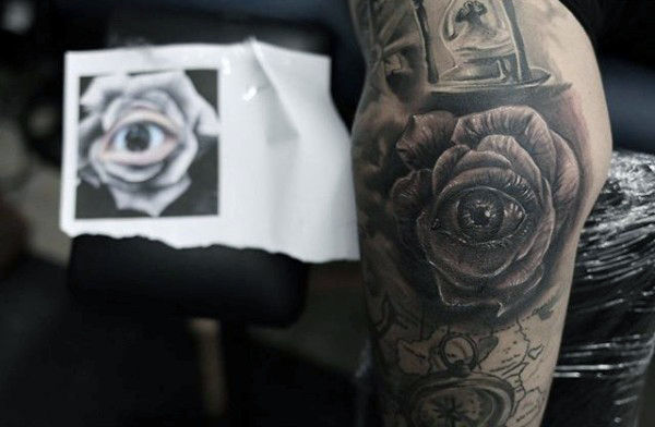 Erkeklerde Rose Eye Elbow Tattoo Artwork