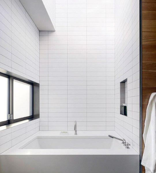 White Subway Tile Sleek Bath Surround Design Ideeën