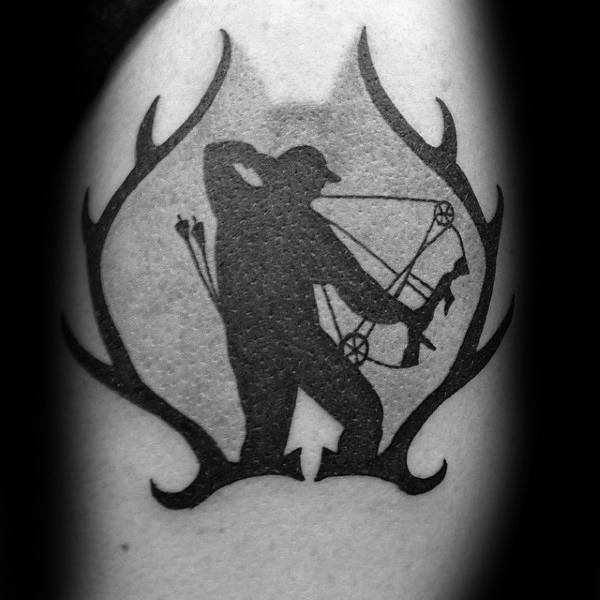 Chifres de veado Bowhunting Mens Arm Tattoo