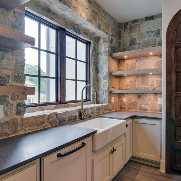 Natural Rock Stone Backsplash Idėjos su Rustic Look