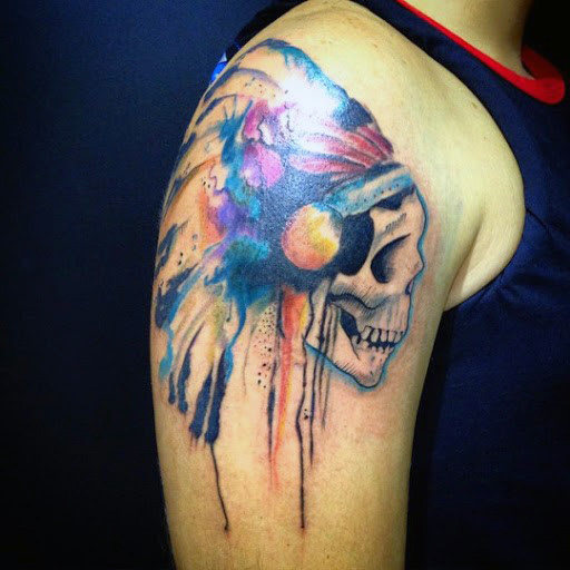 Spalva Vyrai's Skull Tattoos On Shoulder